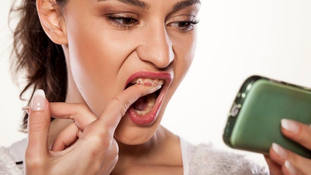 Qu'est-ce qui provoque la coloration des dents